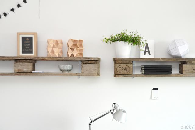 Palettenregal selber bauen  DIY Palettenregal im Arbeitszimmer - blick7