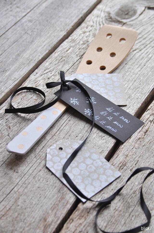 Geschenkanhänger stempeln mit Luftpolsterfolie