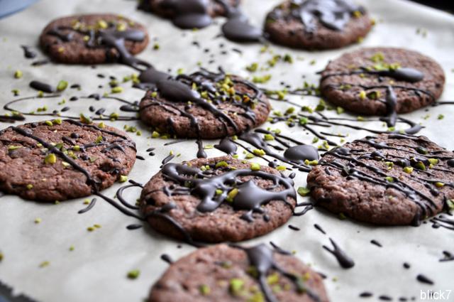 Schokoladenlebkuchen mit Pistazien