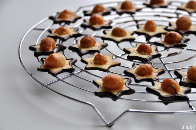 Sternenplätzchen mit Macadamianüssen