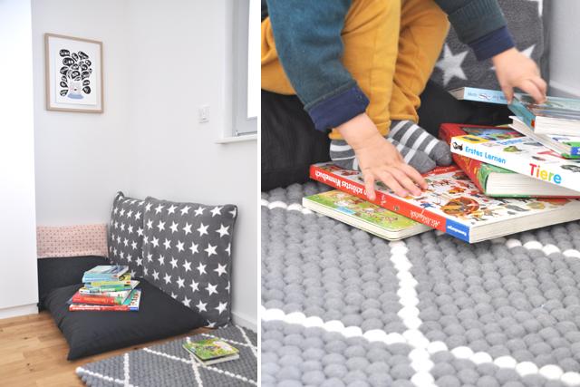 Leseecke mit großen Kissen im Kinderzimmer