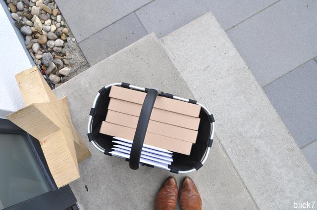 Pakete auf dem Weg zur Post