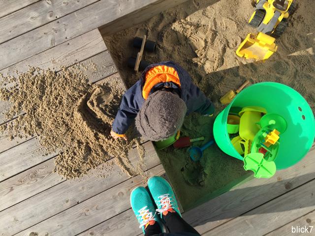 Sandkasten in der Holzterrasse | by blick7