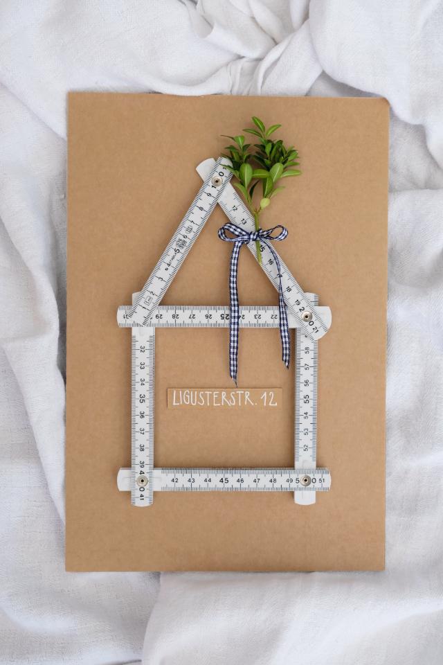DIY-Karte zum Richtfest mit Meterstab-Haus