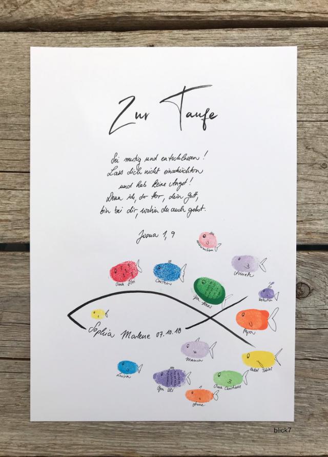 Poster zur Taufe mit Fisch-Fingerabdrücken der Gäste